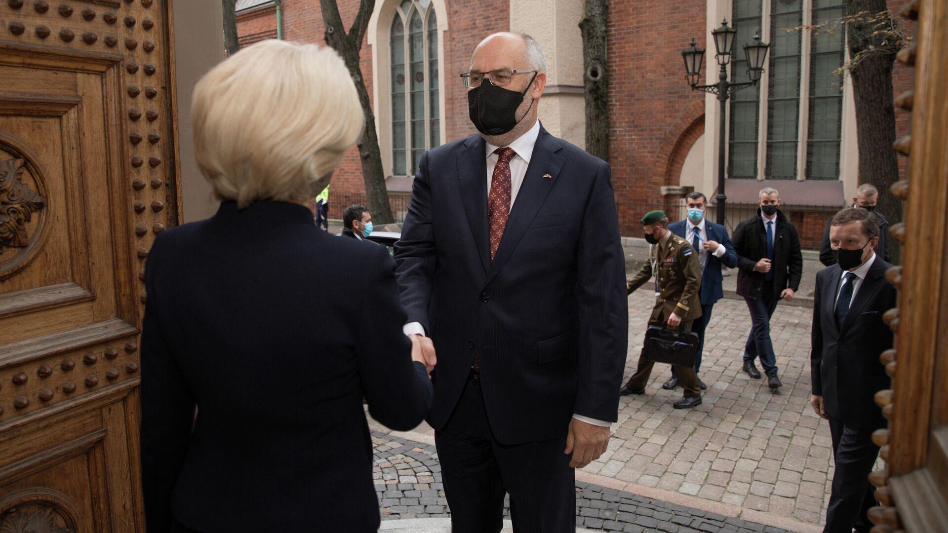 Президент Эстонии Алар Карис прибыл с официальным визитом в Сейм Латвии - Sputnik Латвия, 1920, 14.10.2021
