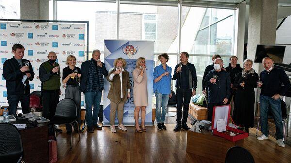 Пресс-конференции с участием актеров, занятых в постановке Иранская конференция  - Sputnik Латвия