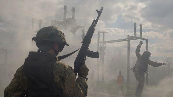 Среди требований к бойцам спецназа - отличная физическая подготовка, инициативность, быстрота и согласованность действий - Sputnik Latvija
