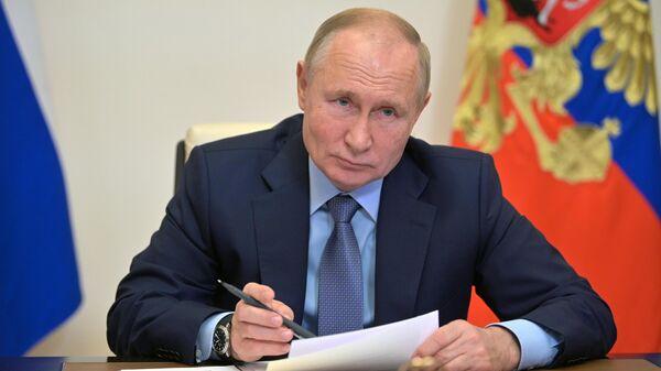Президент РФ Владимир Путин во время совещания с членами правительства - Sputnik Latvija