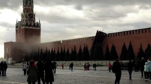 Ураган в Москве: повалены деревья и строительные леса  - Sputnik Latvija