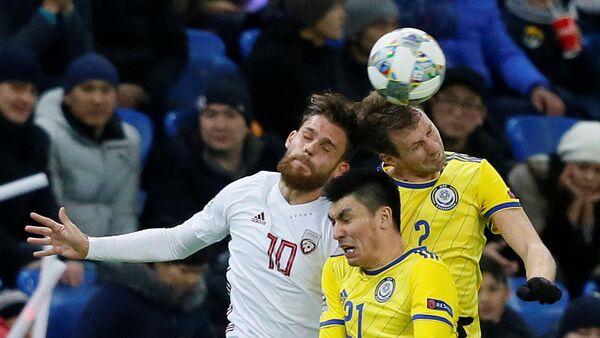 Футболисты Казахстана и Латвии в матче Лиги наций в Астане, 15 ноября 2018 - Sputnik Латвия