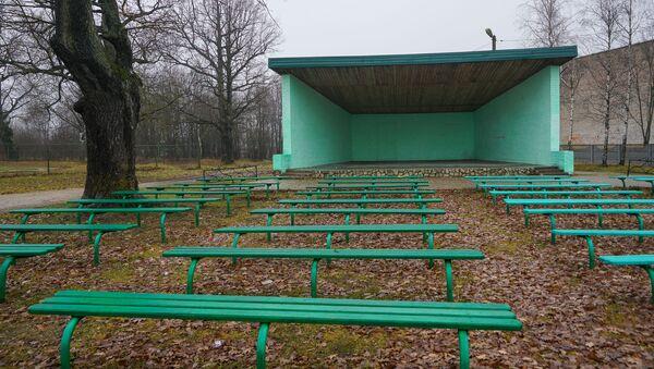 Открытая сцена в парке в Пыталово - Sputnik Латвия
