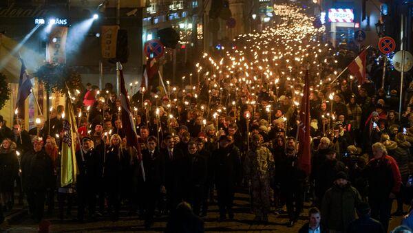 Факельное шествие 18 ноября в Риге - Sputnik Latvija
