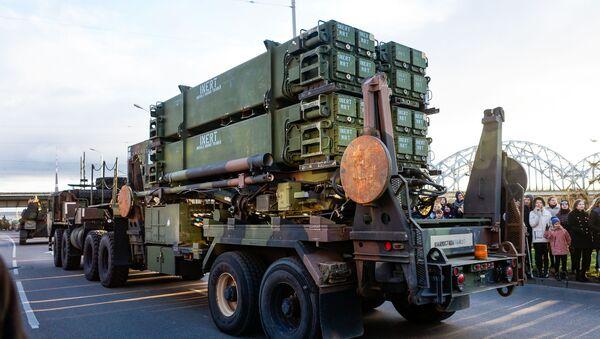 Американский комплекс ПВО Patriot на параде в честь столетия Латвии - Sputnik Латвия