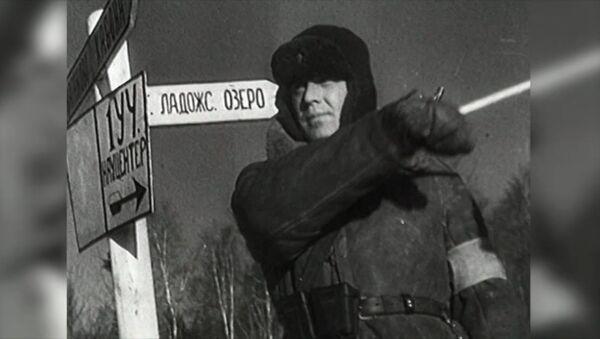 Первая автоколонна на Дороге жизни, связавшей осажденный Ленинград с тылом. Архивное видео - Sputnik Latvija