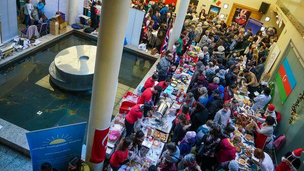Благотворительная рождественская ярмарка в Рижской думе - Sputnik Latvija
