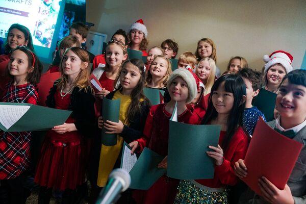 Благотворительная рождественская ярмарка в Рижской думе  - Sputnik Латвия