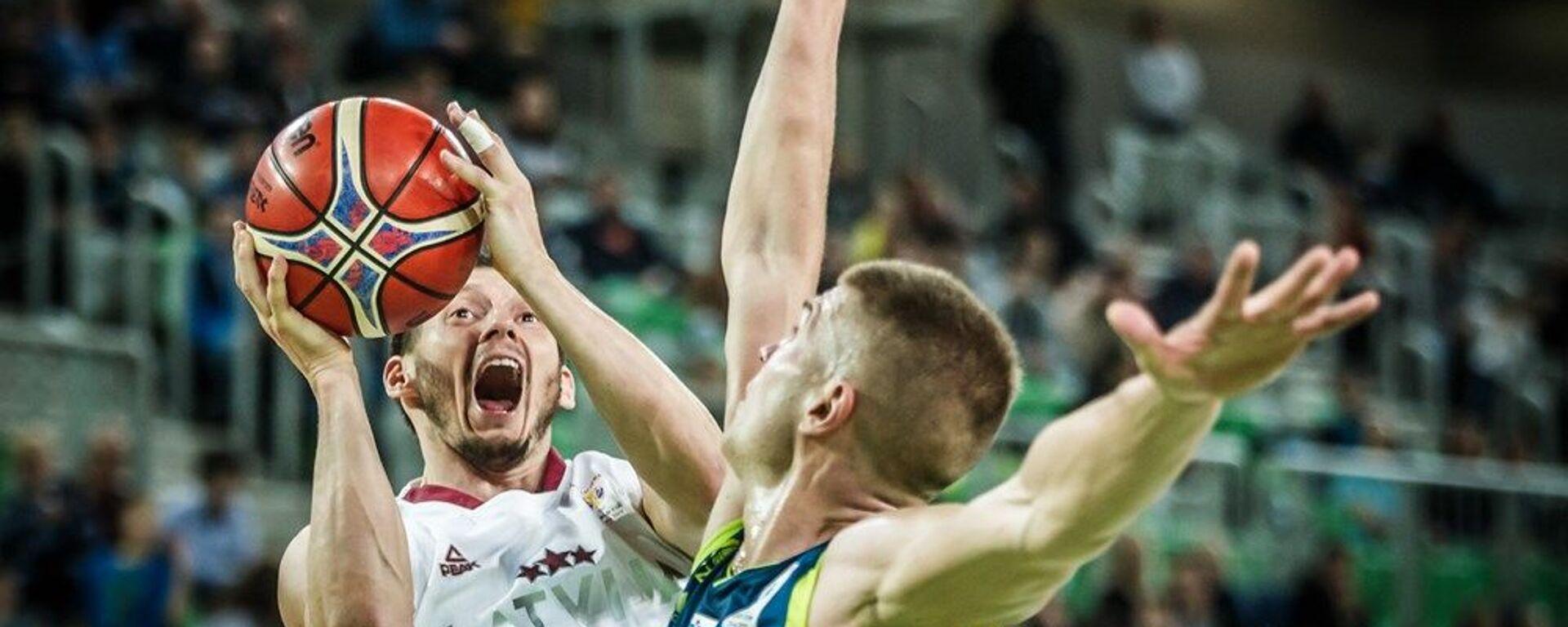 Латвийский баскетболист Янис Блумс (слева) - Sputnik Латвия, 1920, 30.08.2021
