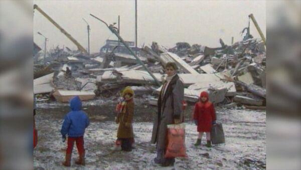 Разрушительное землетрясение в Спитаке. Архивные кадры - Sputnik Latvija