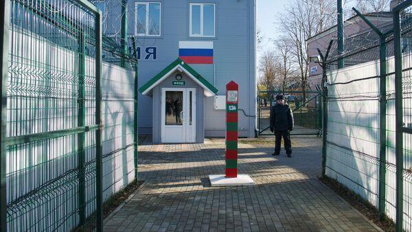 Пешеходный КПП Нарва-2 на границе РФ и Эстонии - Sputnik Latvija