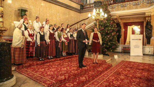 Открытие новогодней елки в Посольстве Латвии в Лондоне - Sputnik Латвия