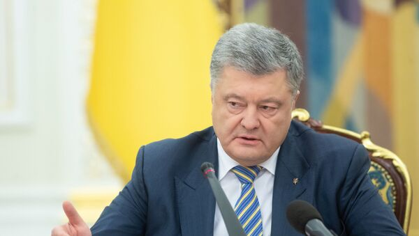 Президент Украины Петр Порошенко на заседании Совета национальной безопасности и обороны Украины (СНБО) в Киеве - Sputnik Латвия