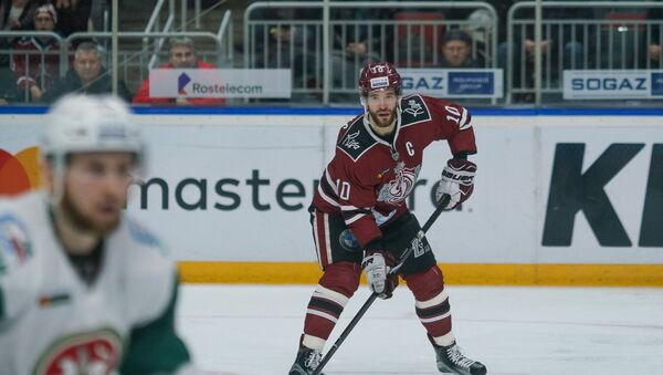Нападающий Динамо (Рига) Лаурис Дарзиньш в матче регулярного чемпионата КХЛ против Ак Барса - Sputnik Латвия