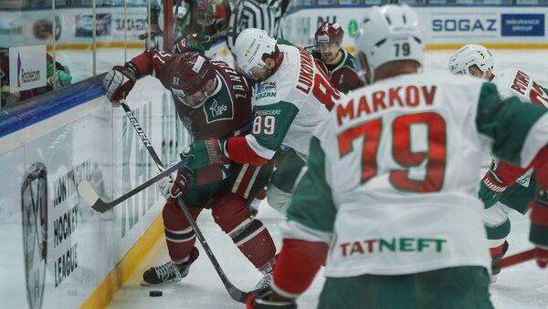 Защитник Ак Барса Андрей Марков в матче регулярного чемпионата КХЛ против Динамо (Рига) - Sputnik Латвия