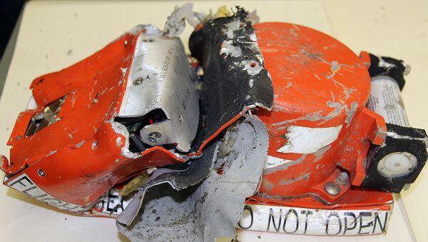 Бортовые самописцы с самолета Боинг 737-800 - Sputnik Латвия