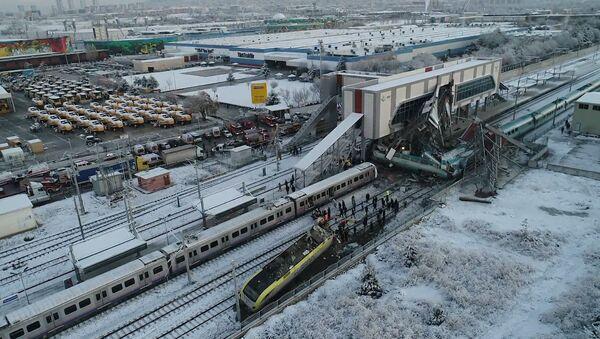 В Анкаре потерпел крушение скоростной поезд - Sputnik Латвия