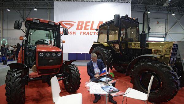 Тракторы ОАО Минский тракторный завод, архивное фото - Sputnik Латвия