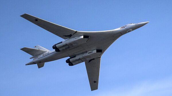 Бомбардировщик-ракетоносец Ту-160 - Sputnik Латвия