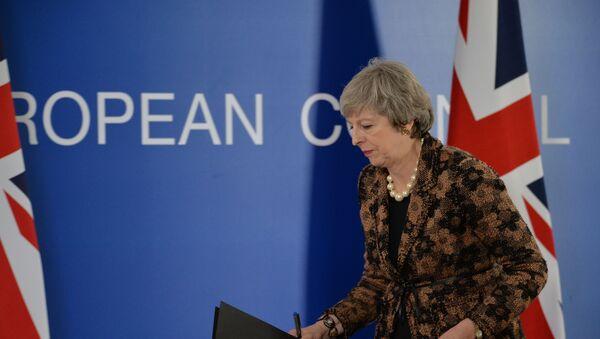 Премьер-министр Великобритании Тереза Мэй во время пресс-конференции на саммите ЕС в Брюсселе - Sputnik Латвия