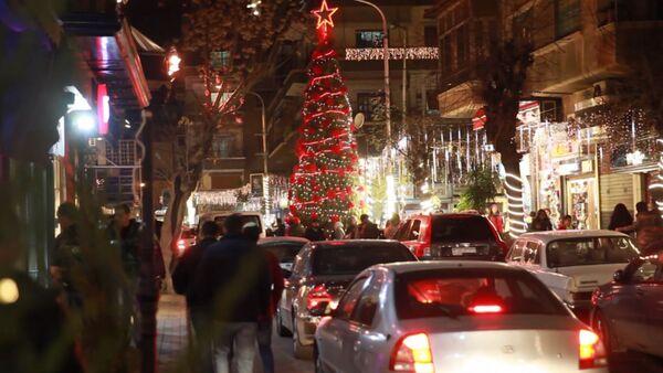 Дамаск украсили праздничными гирляндами и новогодними елками - Sputnik Латвия