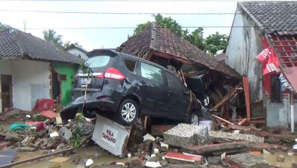 Последствия цунами в Индонезии - Sputnik Латвия