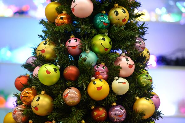 Starptautiskajā Jaungada un svētku industrijas gadatirgū Christmas Time. 100 diena slīdz Jaunajam gadam Centrālajā Mākslinieka namā Maskavā - Sputnik Latvija
