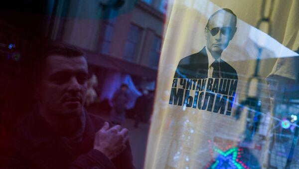 Майки с президентом России Владимиром Путиным на Рижском рынке - Sputnik Латвия
