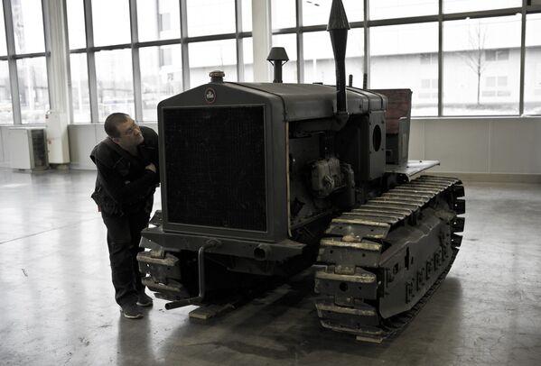 Подготовка к открытию выставки исторической военной техники Моторы Войны - Sputnik Латвия