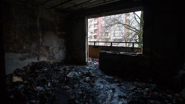 Последствия пожара в новогоднюю ночь в рижском микрорайоне Плявниеки - Sputnik Латвия