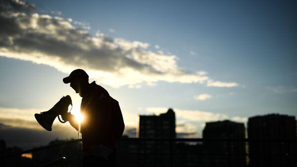 Человек с мегафоном. Архивное фото - Sputnik Латвия