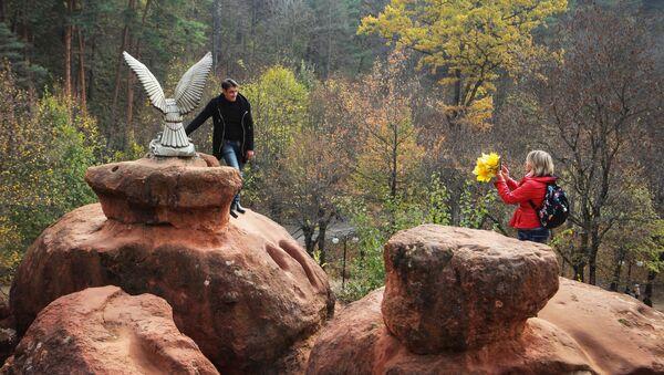 Посетители фотографируются в национальном парке Кисловодский - Sputnik Латвия