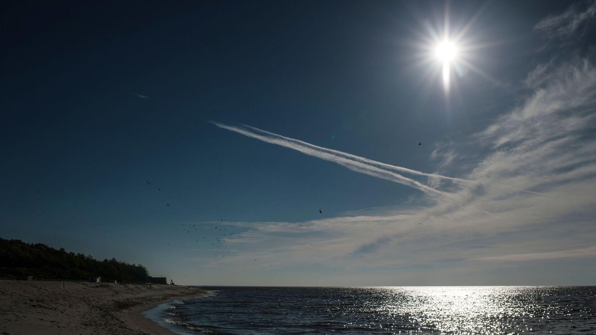 Берег Балтийского моря в поселке Янтарный. - Sputnik Латвия, 1920, 04.08.2021