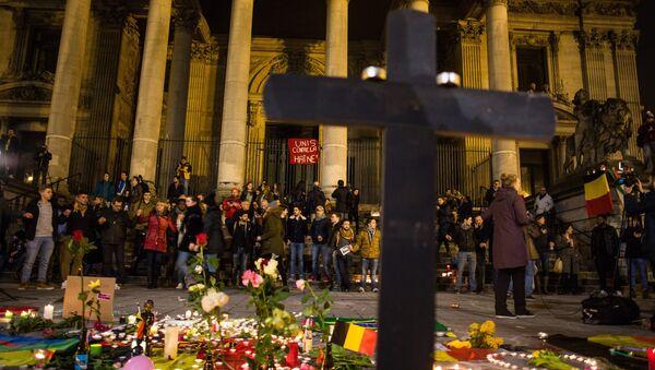 В Брюсселе почтили память погибших во время терактов - Sputnik Латвия