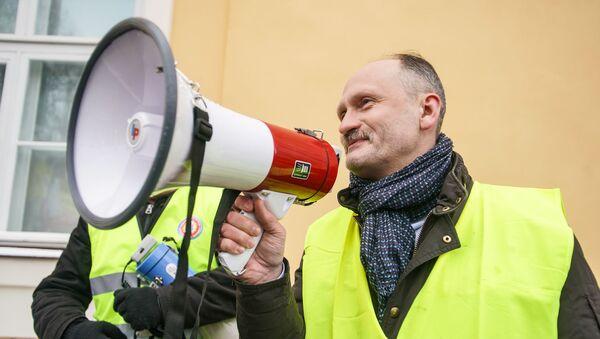 Мирослав Митрофанов на акции протеста в Риге против социального и национального неравенства в Латвии. 12 января 2019 г. - Sputnik Латвия