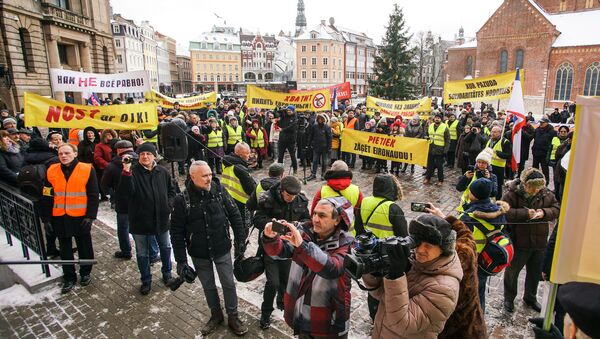 Акция протеста в Риге против социального и национального неравенства в Латвии. 12 января 2019 г. - Sputnik Латвия