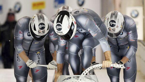 Экипаж Оскарса Киберманиса на старте заезда четверок на чемпионате Европы в немецком Кенигзее, 13 января 2019 года - Sputnik Латвия