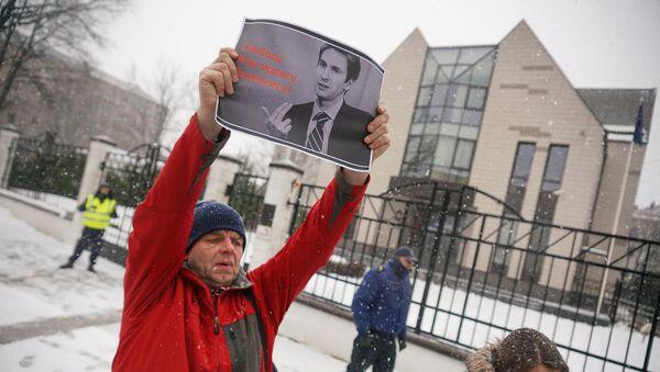Пикет у здания литовского посольства в Риге в поддержку арестованного в Вильнюсе литовского политика Альгирдаса Палецкиса - Sputnik Латвия