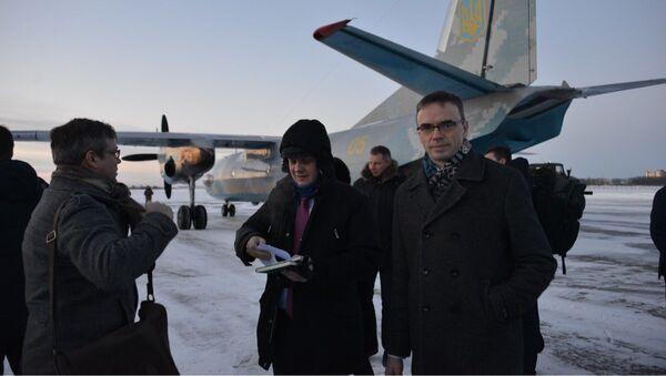 Главы МИД стран Балтии и Польши не смогли посетить Мариуполь из-за нелетной погоды - Sputnik Латвия