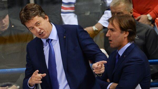 Главный тренер Динамо Харийс Витолиньш (слева) и тренер Динамо Виктор Игнатьев  - Sputnik Латвия