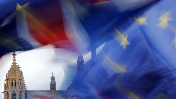 Флаги Великобритании и Евросоюза - Sputnik Latvija