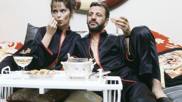 Певец Ринго Старр с женой актрисой Барбарой Бах - Sputnik Латвия
