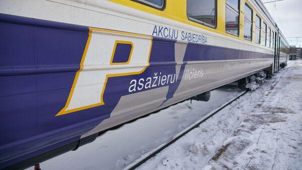 Дизельный поезд АО Pasažieru vilciens  на Рижском железнодорожном вокзале - Sputnik Latvija