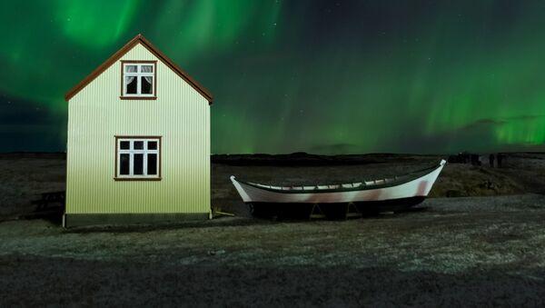 Вид на ночной пейзаж в Исландии - Sputnik Latvija