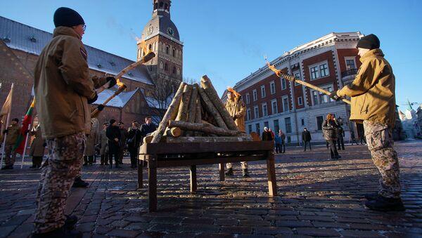 На Домской площади вспомнили защитников баррикад января 1991 года в Риге - Sputnik Латвия