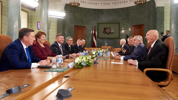 Все премьер-министры Латвии, кроме Гунарса Крастса, на дискуссии в честь 100-летия кабинета министров, 2018 г. - Sputnik Латвия