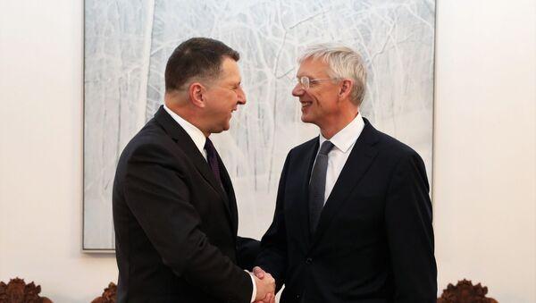 Президент Латвии Раймондс Вейонис (слева) и Кришьянис Кариньш - Sputnik Latvija