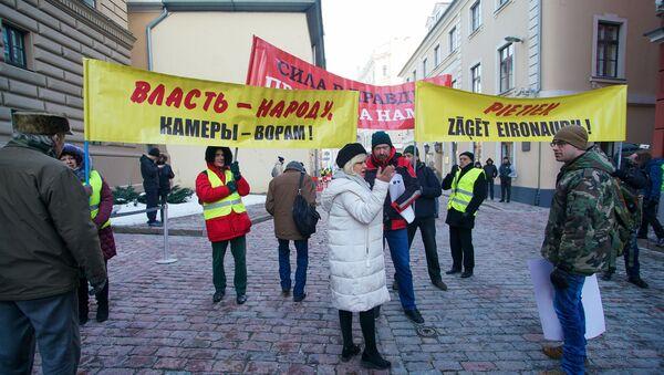 Акция протеста у здания Сейма с требованием провести внеочередные парламентские выборы - Sputnik Latvija