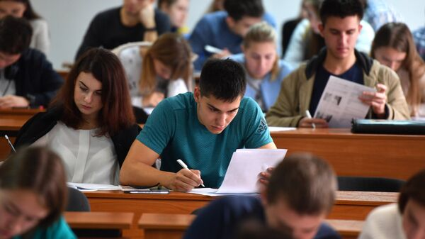 Студенты на лекции - Sputnik Latvija