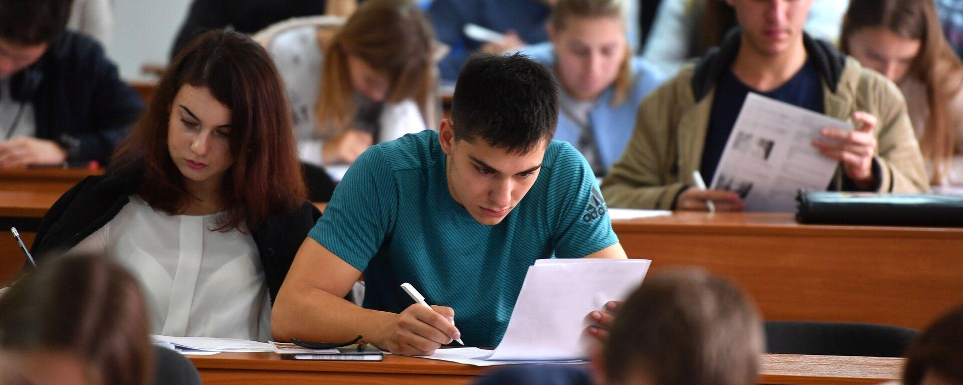 Студенты на лекции - Sputnik Латвия, 1920, 02.06.2021